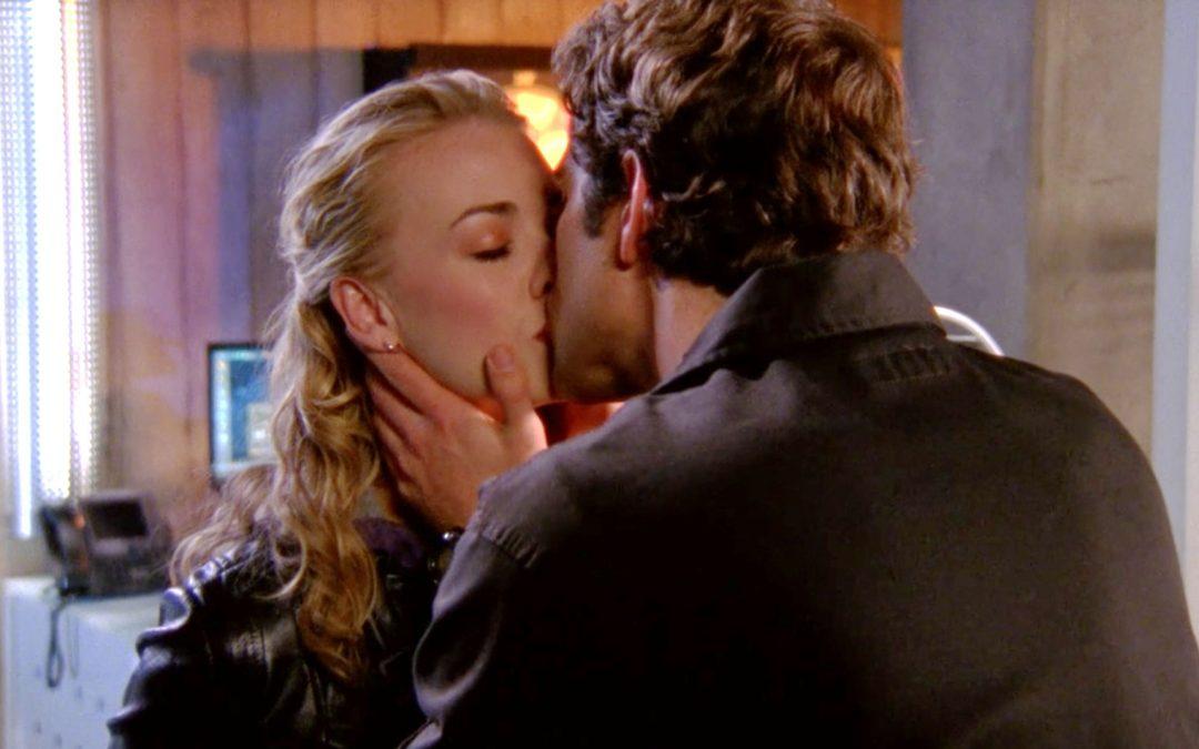 3.12 American Hero. Chuck and Sarah kiss.